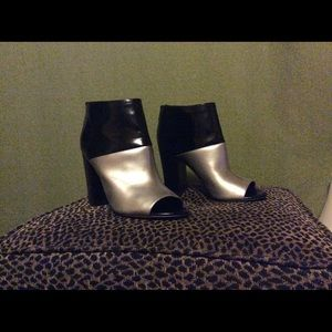 Circus Sam Edelman black/silver open toe booties